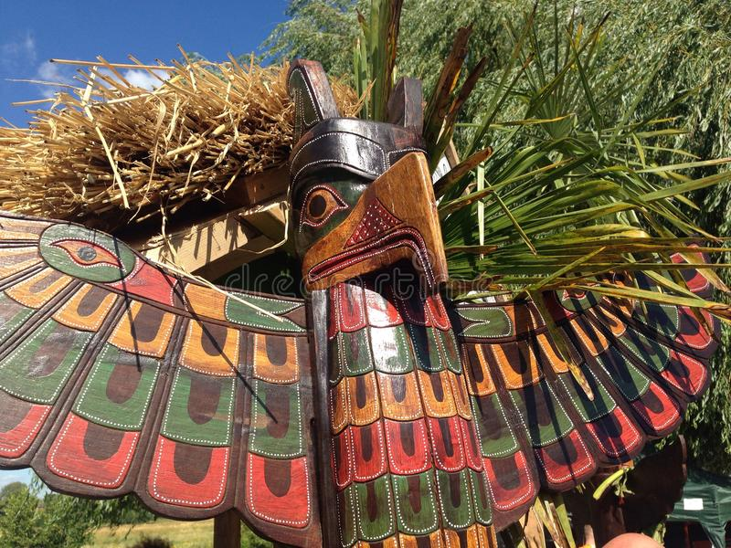Ein Totempfahl des amerikanischen Ureinwohners lizenzfreies stockbild