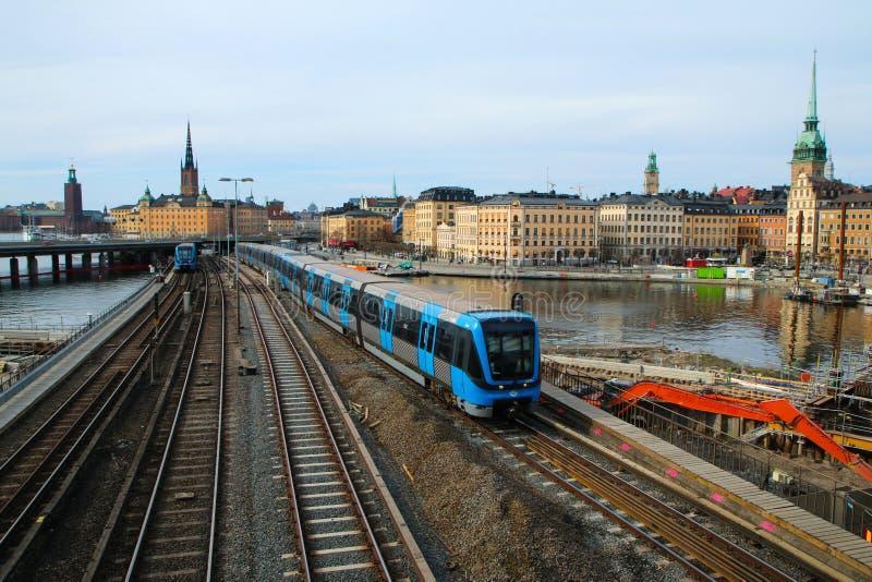 Ein traditioneller neuer schwedischer Metrozug stockbilder