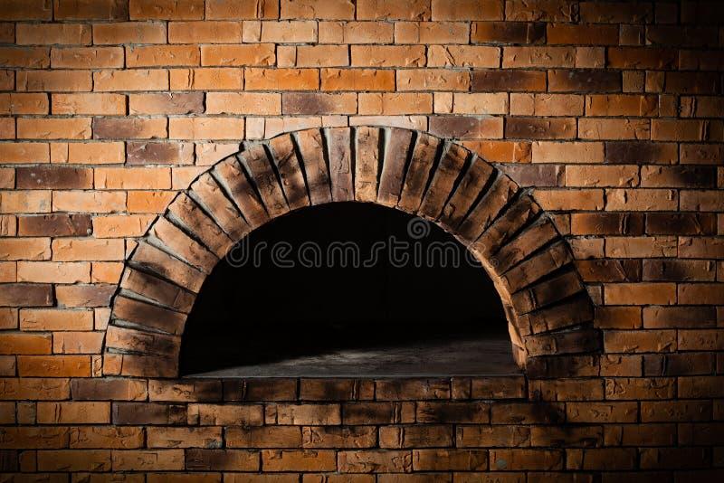 Ein traditioneller Ofen für backende Pizza. lizenzfreie stockfotografie
