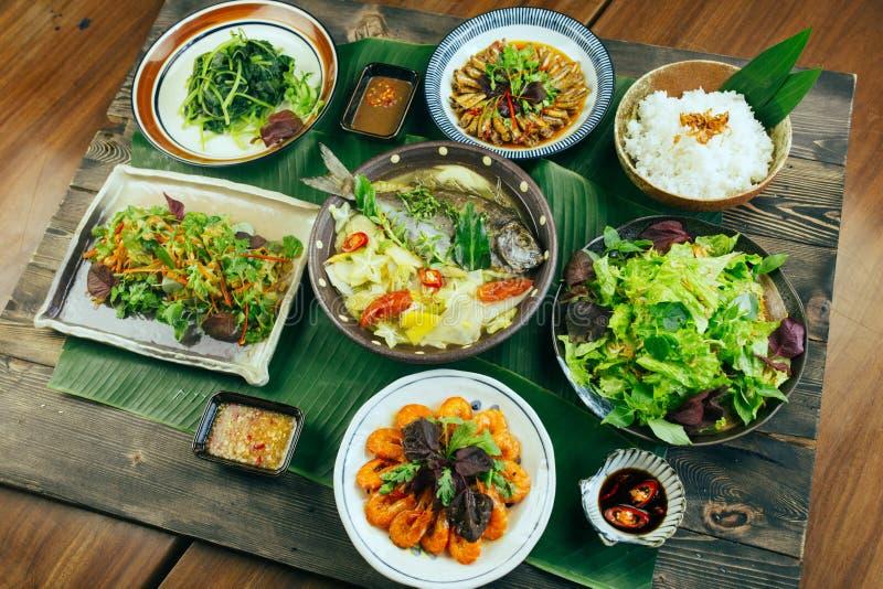 Ein traditioneller vietnamesischer Behälter der Mahlzeit für Abendessen oder das Mittagessen lizenzfreie stockfotos