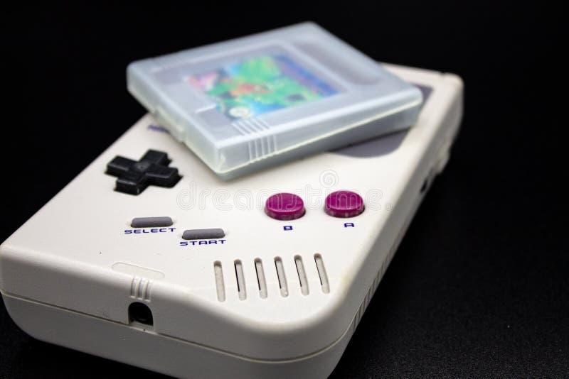 Ein tragbares Videospiel 90s stockfotos