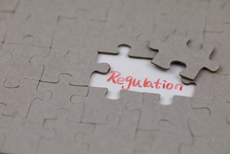 Ein typisches Puzzle mit Regelung lizenzfreies stockbild