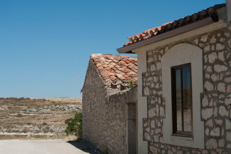 Ein typisches Stein- spanisches Haus mietete für Feiertage in Mittel-Spanien stockfoto