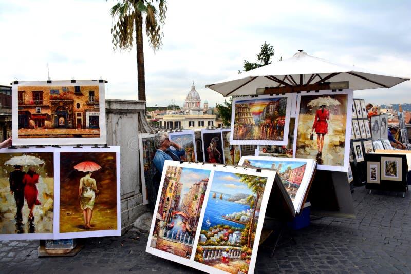 Ein unbekannter Mann verkauft Malereien nahe Piazza di Spagna in Rom stockfoto