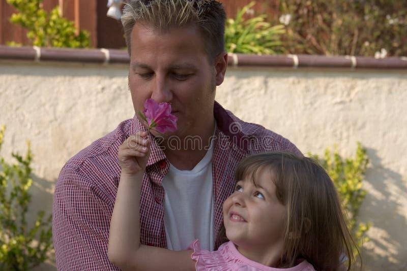 Ein Vati und seine Tochter stockfotos