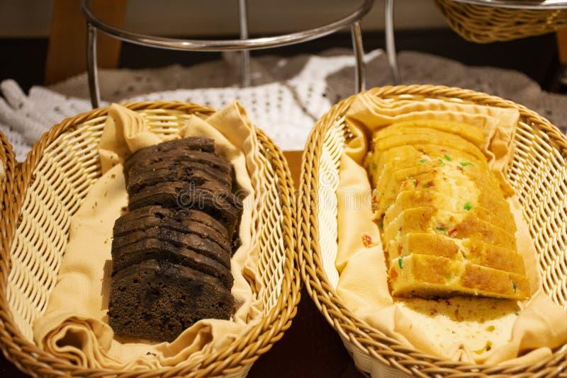 Ein vegetarisches Buffet-Service für die Gäste im Restaurant und Hotel in Neu Delhi, Indien stockfotografie