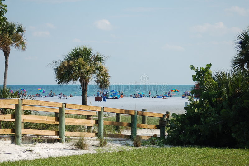 Ein vollkommener Tag auf dem Strand stockbild