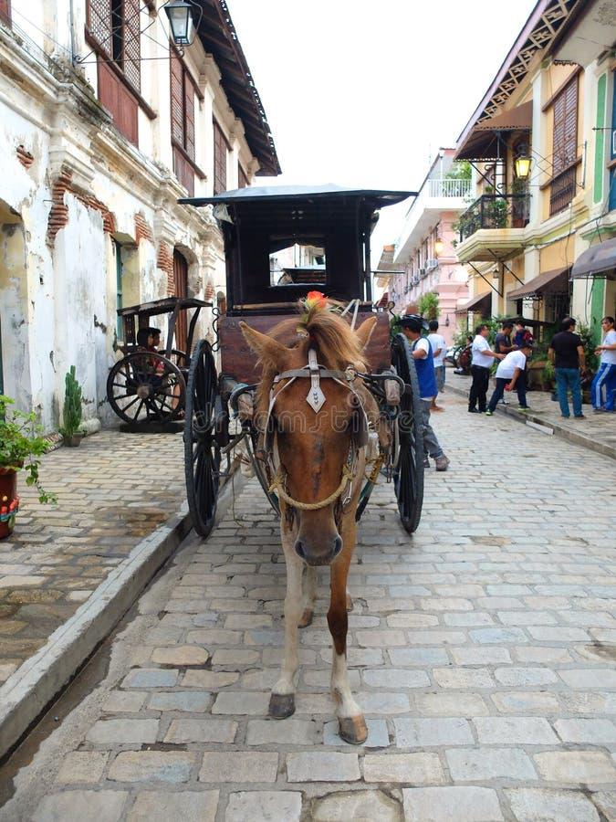 Ein Wagen Kalesa oder des Pferds in der historischen Stadt von Vigan lizenzfreie stockfotos