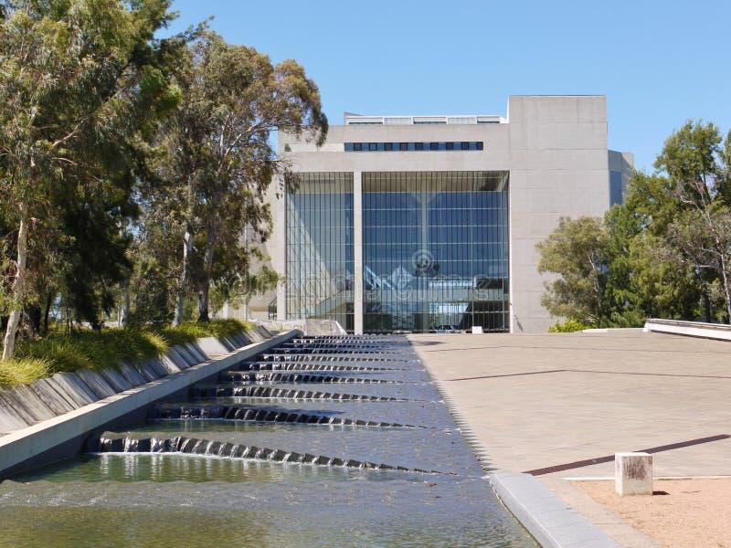 Ein Wasserfall vor dem Obersten Gerichtshof von Australien lizenzfreie stockbilder