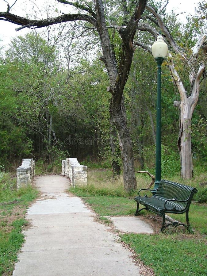 Download Ein Weg im Park stockbild. Bild von laternenpfahl, park - 33369