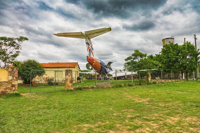 Ein weggeworfenes Flugzeug auf einem privaten Los Die Fläche wurde in ein Restaurant umgewandelt stockfotografie