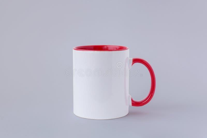 Ein weißer Becher, roter Griff lizenzfreies stockfoto