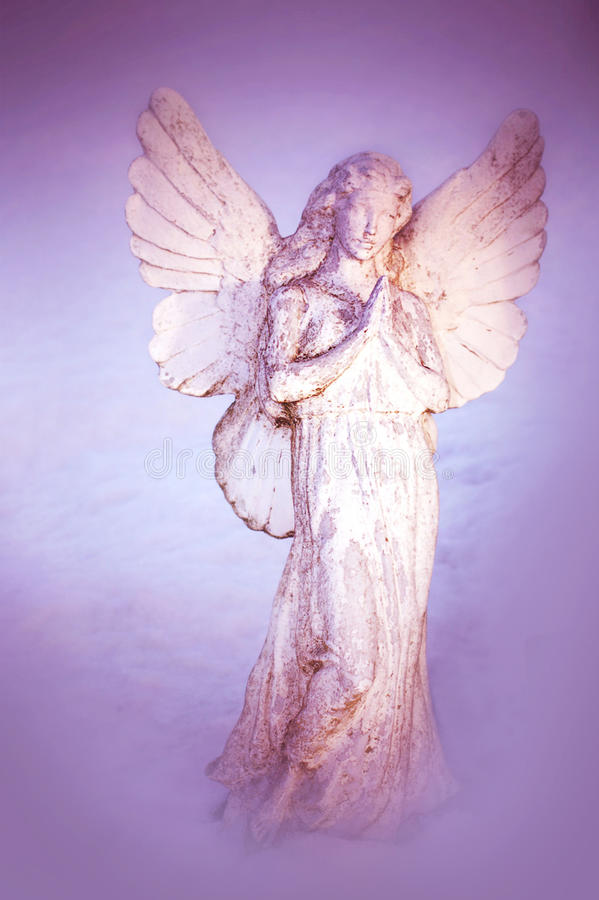 Ein weißer betender Engel stockfotografie