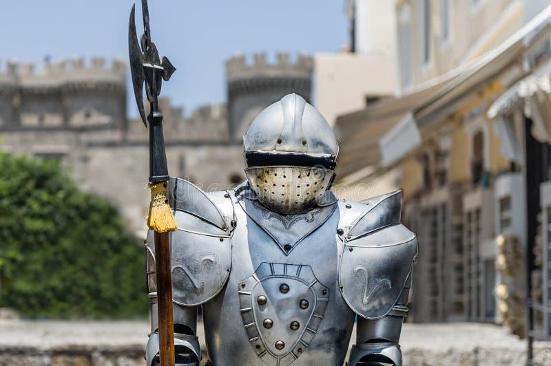 Ein Weinlese Eisen-Ritter mit Pfostenaxt stockfoto