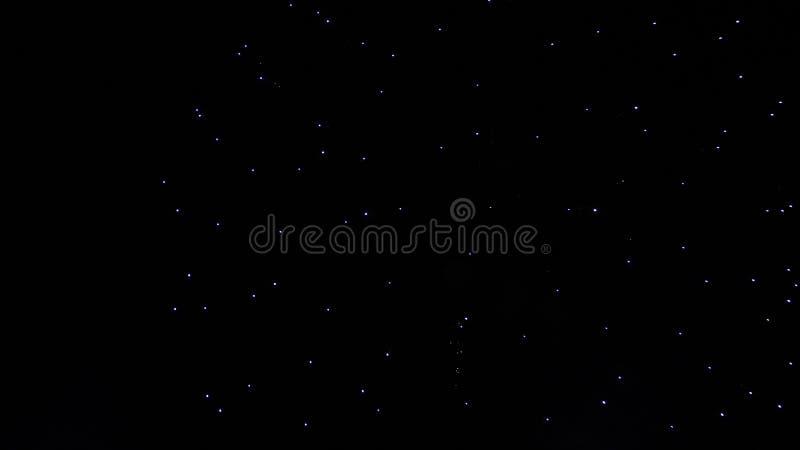 Ein wirklicher dunkler nächtlicher Himmel mit viel von magischen Sternen stockfotografie