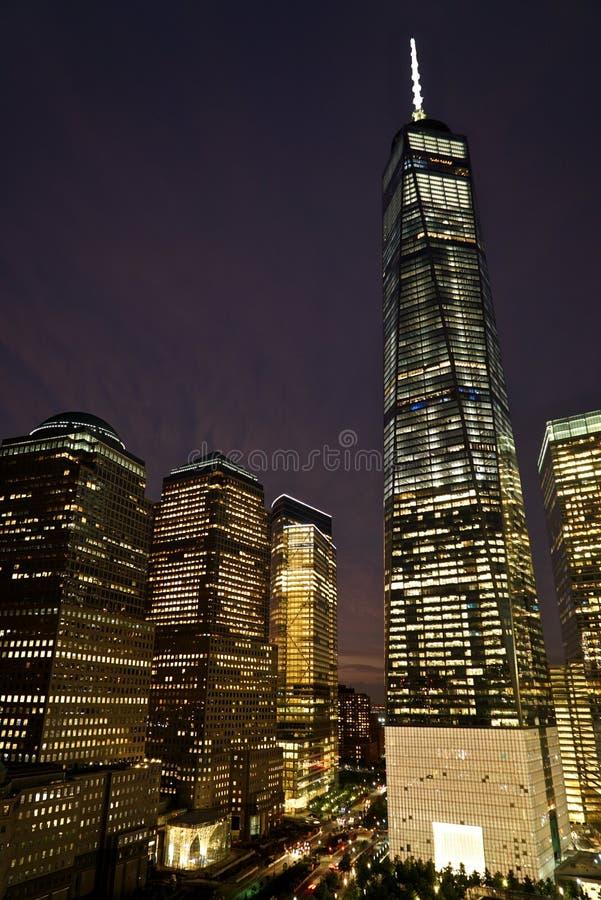 Ein World Trade Center-, Brookfield-Platz- und Goldman Sachs-Gebäude nachts, New York lizenzfreie stockbilder