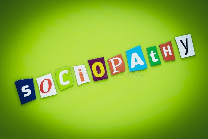 Ein Wort - Soziopathie Text auf grünem Hintergrund mehrfarbiger Buchstaben Postermeldung Schlagzeile, psychologisches Konzept in lizenzfreie abbildung
