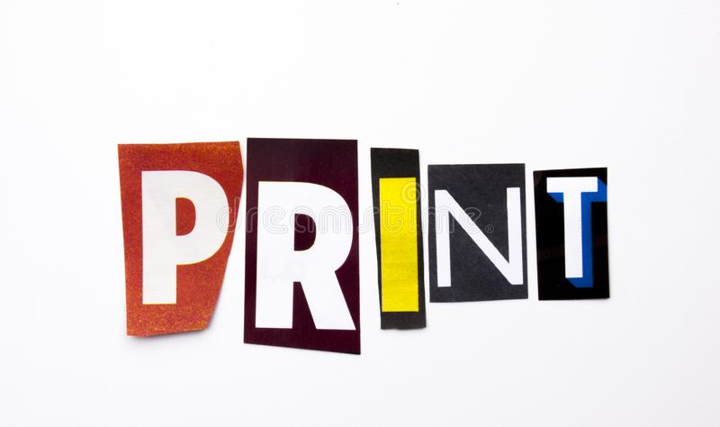 Ein Wortschreibenstext, der das Konzept des Druckes gemacht vom unterschiedlichen Zeitschriftenzeitungsbuchstaben für Geschäftsfa stockfotografie