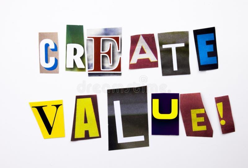 Ein Wortschreibenstext, der das Konzept von Create Wert gemacht vom unterschiedlichen Zeitschriftenzeitungsbuchstaben für Geschäf stockfoto
