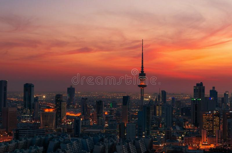 Ein wunderbarer Schnappschuß von Kuwait-Stadt bei Sonnenuntergang stockfotos