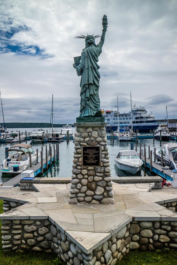 Ein Zeichen der B?rgschafts- und Loyalit?tsstatue in Mackinac-Insel, Michigan stockfoto