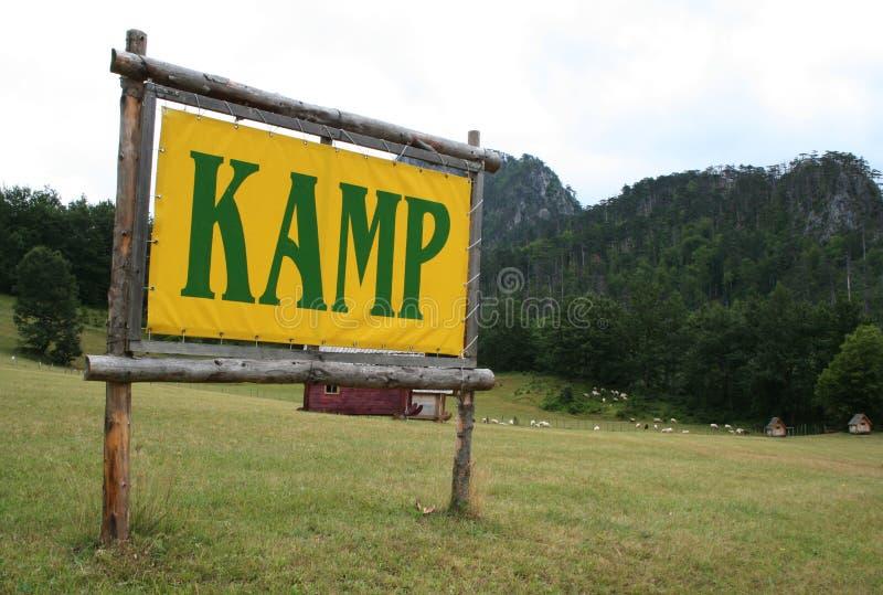 Ein Zeichen des Kampierens lizenzfreies stockfoto