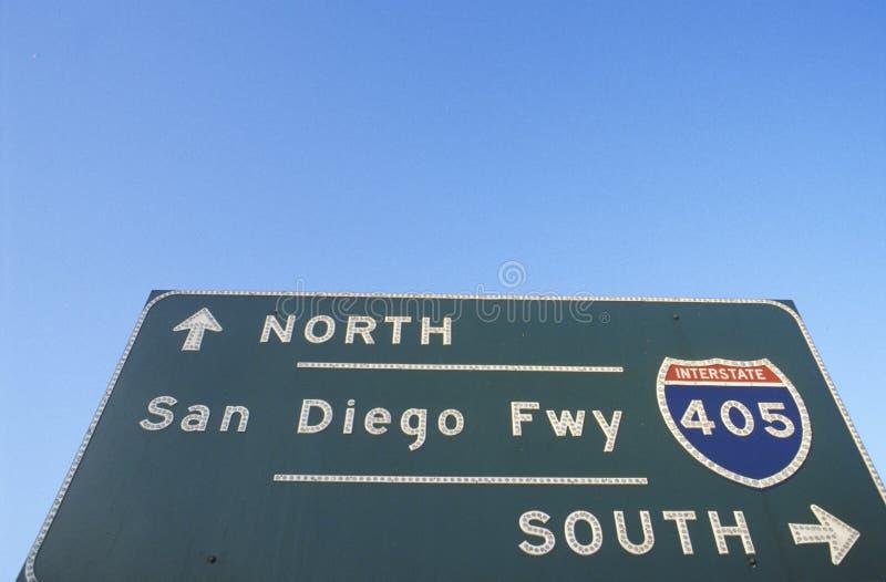 Ein Zeichen für die 405 San Diego Autobahn stockbilder