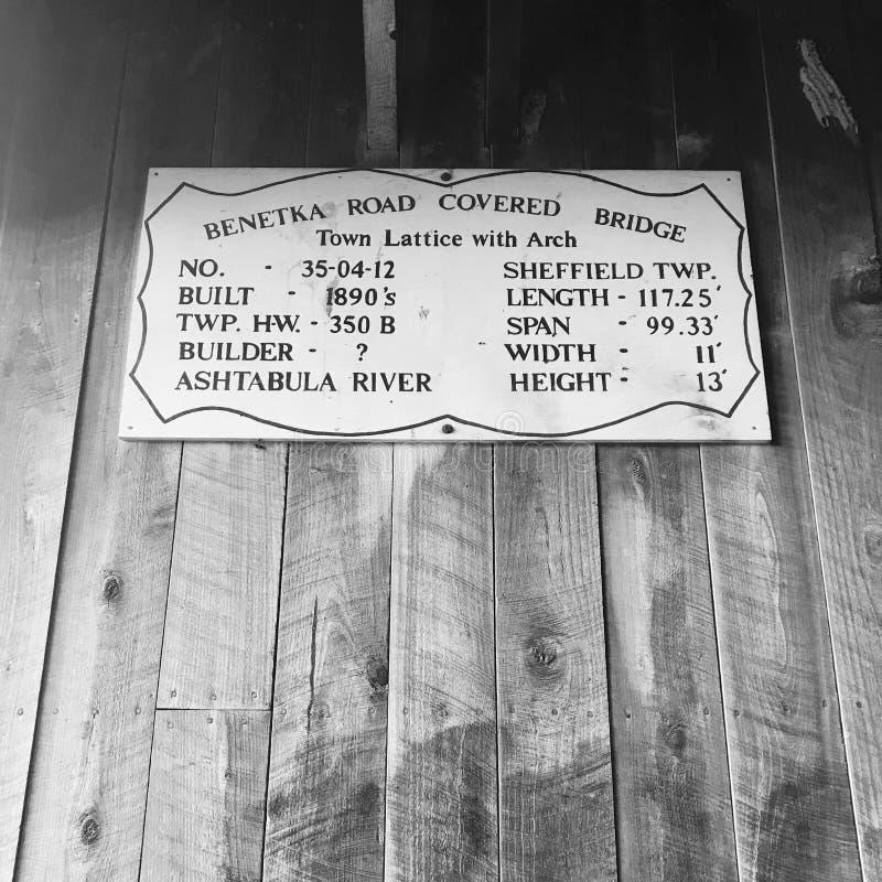 Ein Zeichen, welches die Benetka-Straßen-überdachte Brücke beschreibt - OHIO - USA lizenzfreies stockfoto