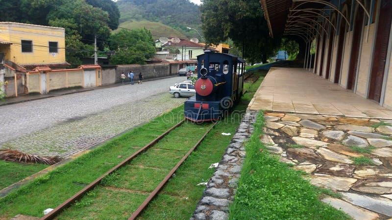 Ein Zug im Bauernhof stockbilder