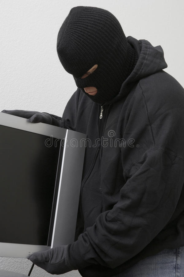 Einbrecher Stealing Television Set lizenzfreie stockfotos