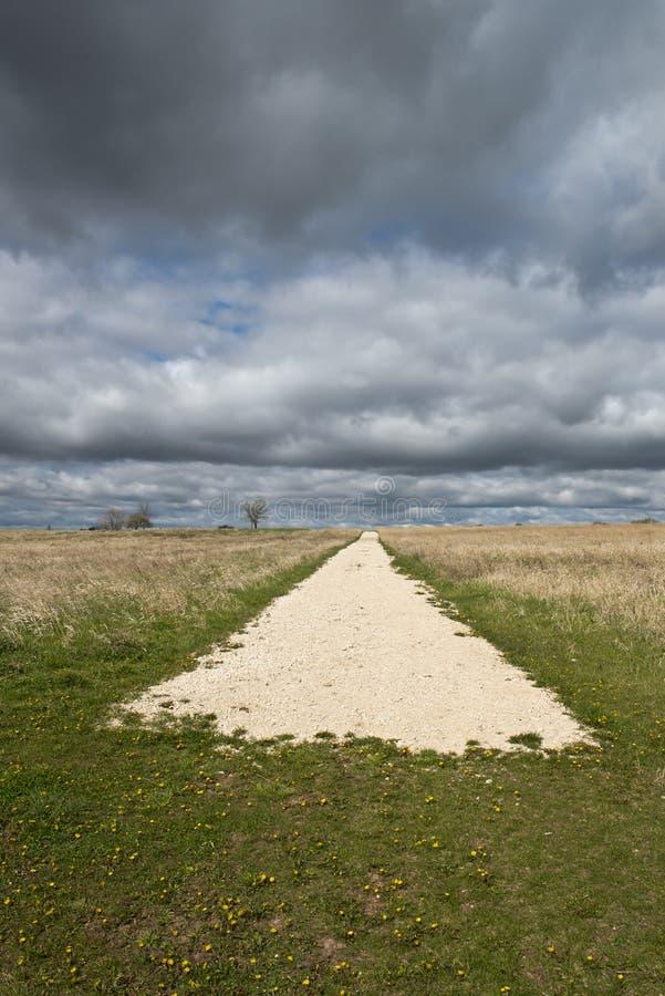 Eind van het Concept van Abtract van de Weg met Hemel, Wolken royalty-vrije stock afbeelding