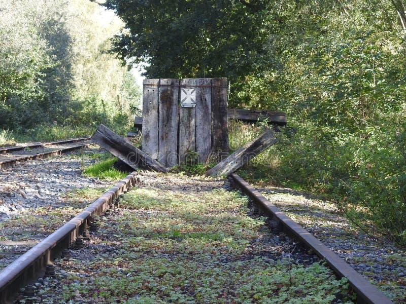Eind van spoorlijn stock foto