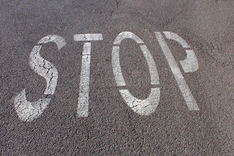 Einde die op asfalt schrijven stock afbeelding