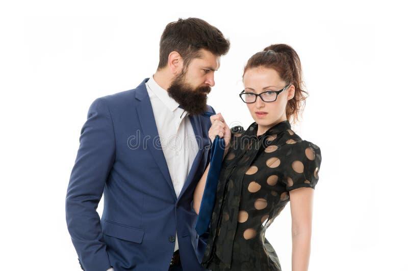Eindekwelling Gebaarde man en sexy vrouw Romantisch paar in bureau businesspeople Losgelaten wens Sexy Zaken stock afbeelding