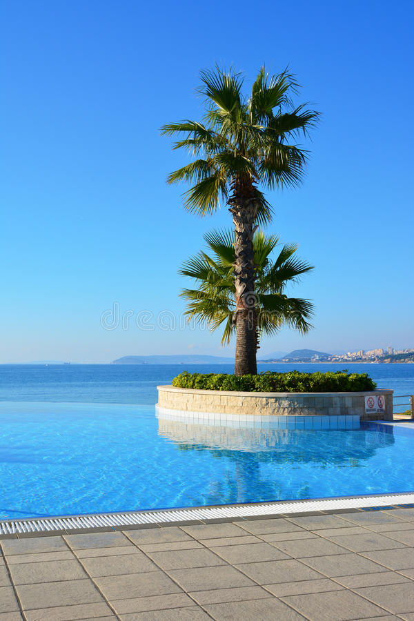 Eindeloos zwembad royalty-vrije stock afbeelding