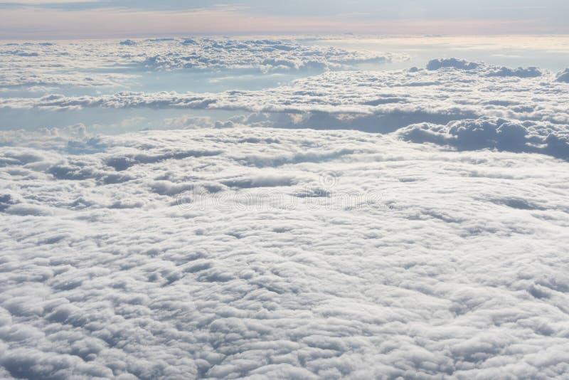 Eindeloze overzees van witte wolken royalty-vrije stock afbeelding