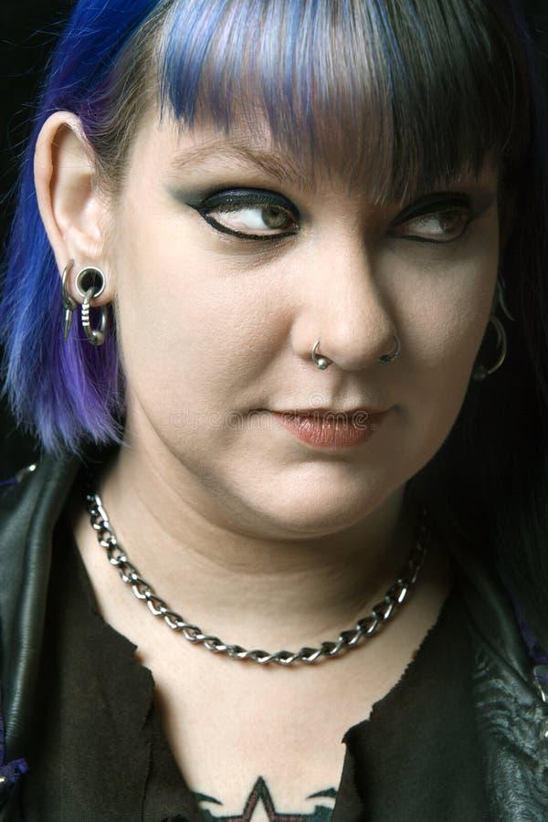 Eindeutige Frau mit dem blauen Haar lizenzfreie stockfotografie