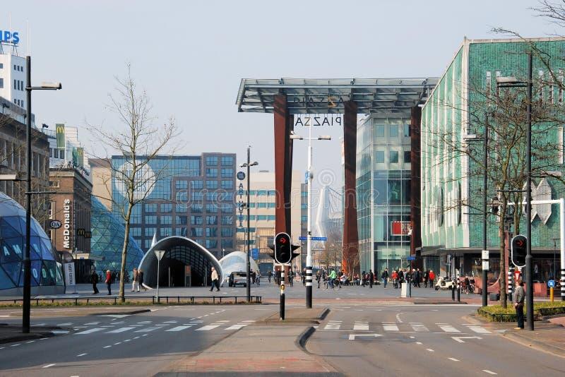 Eindhoven centrum med shoppingfolk, 18 septemberplein, Netherland royaltyfria foton