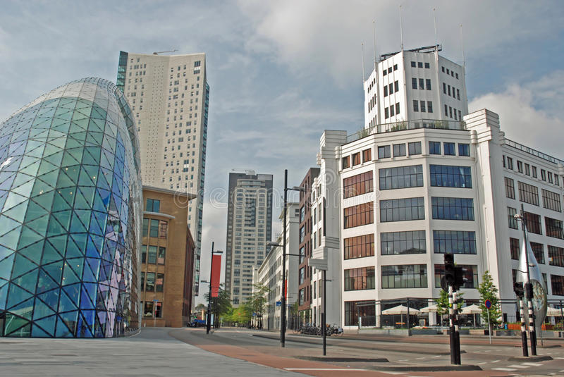 Eindhoven-Mitte - heller Kontrollturm, Klecks, Admirant stockbilder