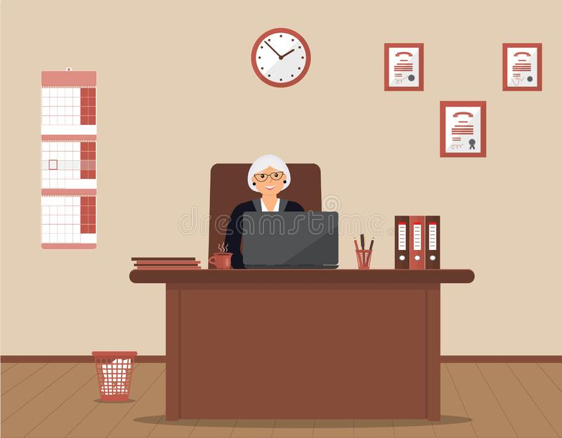 Eine ältere Frau, die an dem Arbeitsplatz in einem geräumigen Büro auf einem Sahnehintergrund sitzt stock abbildung