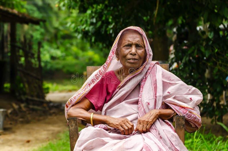 Eine alte Dame lizenzfreie stockfotografie