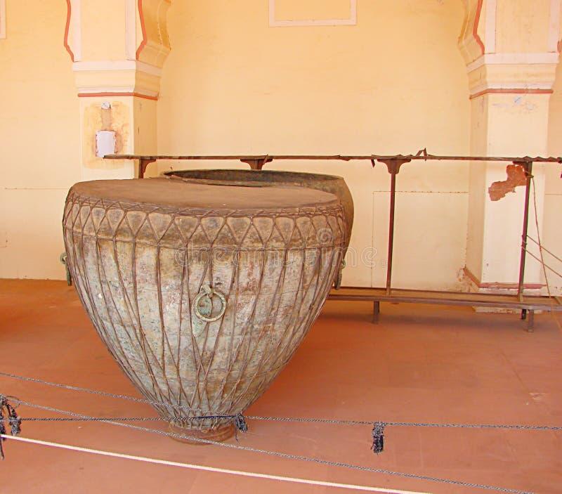 Eine alte indische Stoß-Musik-Instrument-Kessel-Trommel lizenzfreies stockbild