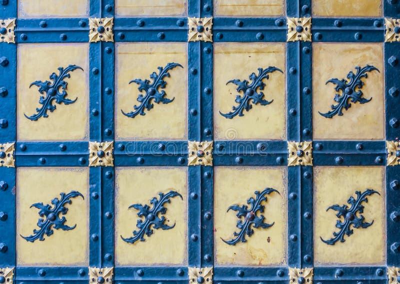 Eine alte Tür des Neue Rathaus von neuem Rathaus Münchens XI lizenzfreie stockfotos