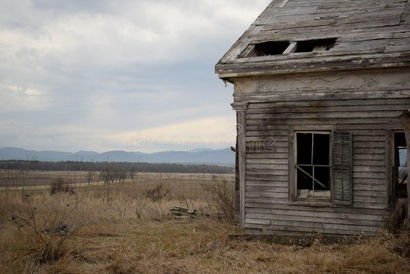 Eine andere Ansicht vom verlassenen Haus lizenzfreies stockbild