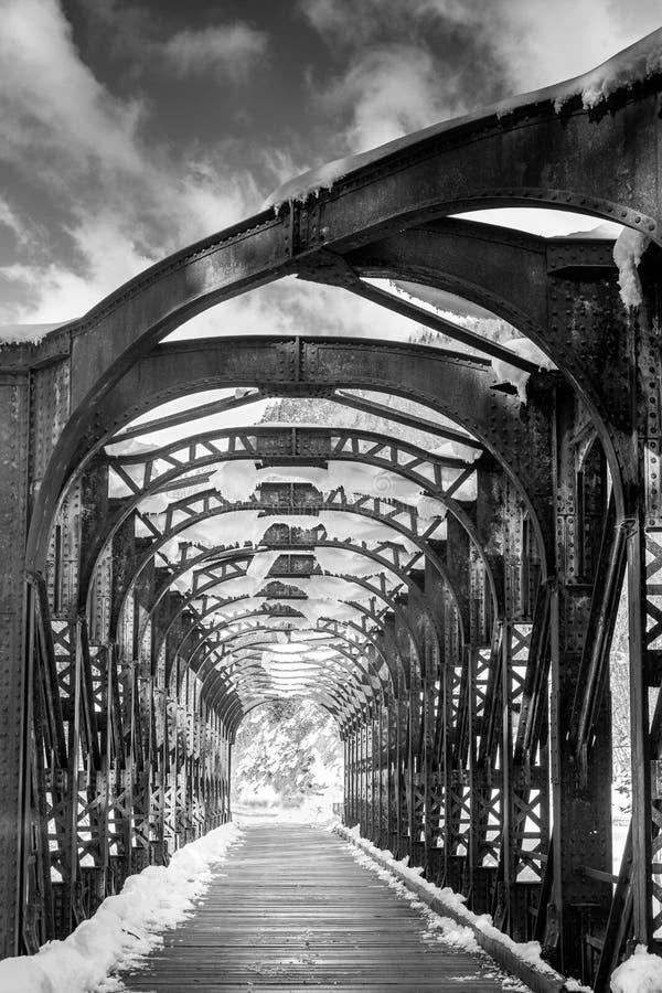 Eine andere Brücke zu kreuzen stockfoto