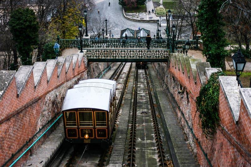 Eine Ansicht über Aufzug in Budapest-Schloss lizenzfreies stockfoto