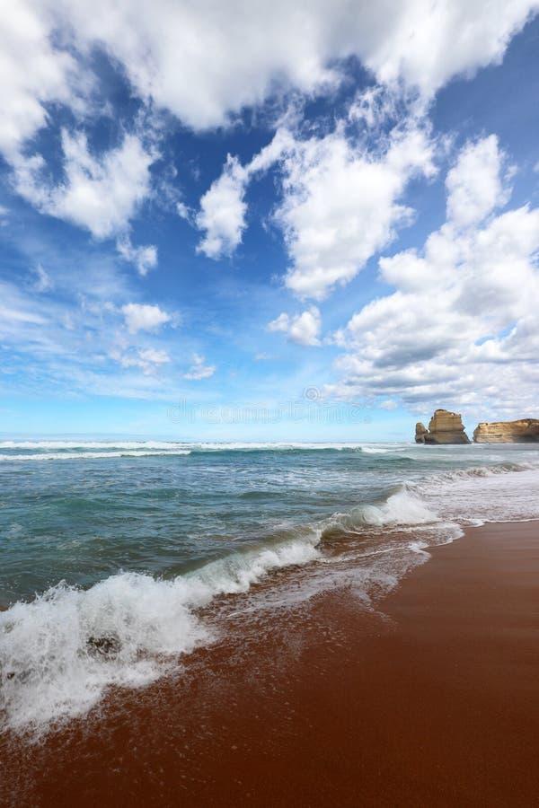Eine Ansicht über die 12 Apostel nähern sich Hafen Campbell, große Ozean-Straße in Victoria, Australien stockbild