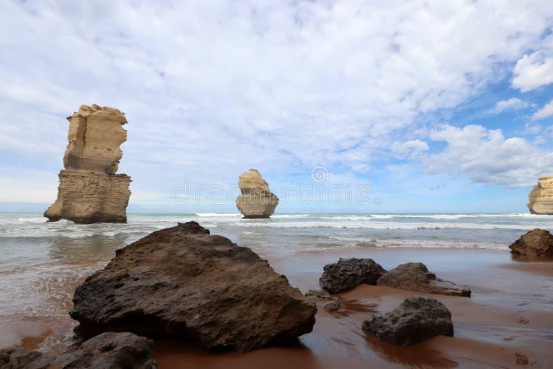 Eine Ansicht über die 12 Apostel nähern sich Hafen Campbell, große Ozean-Straße in Victoria, Australien lizenzfreies stockbild