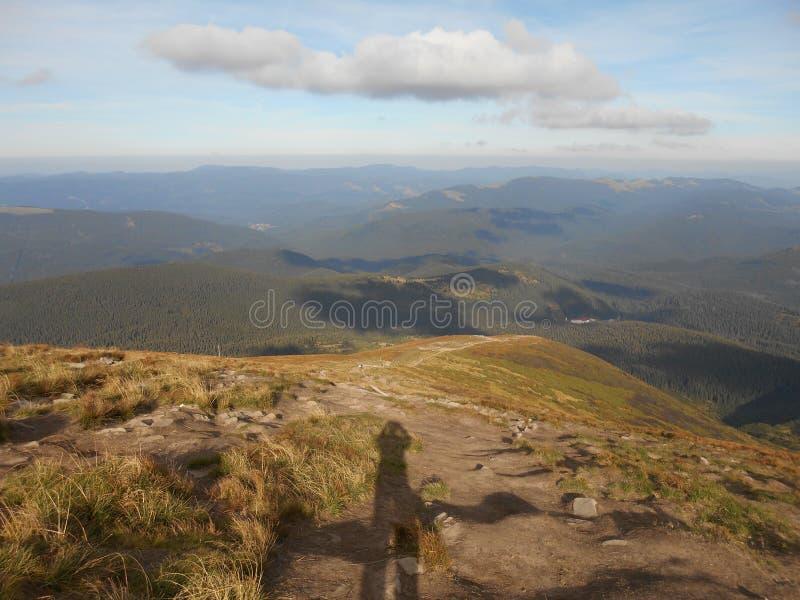Eine Ansicht der anderen Berge von der Spitze Goverla - der höchste Berg und die höchste Erhebung am Gebiet von Ukraine lizenzfreie stockfotos