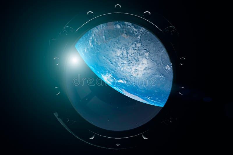 Eine Ansicht der Erde durch von der ?ffnung eines Raumschiffes Internationale Weltraumstation bringt die Erde in Umlauf Abbildung stockfoto